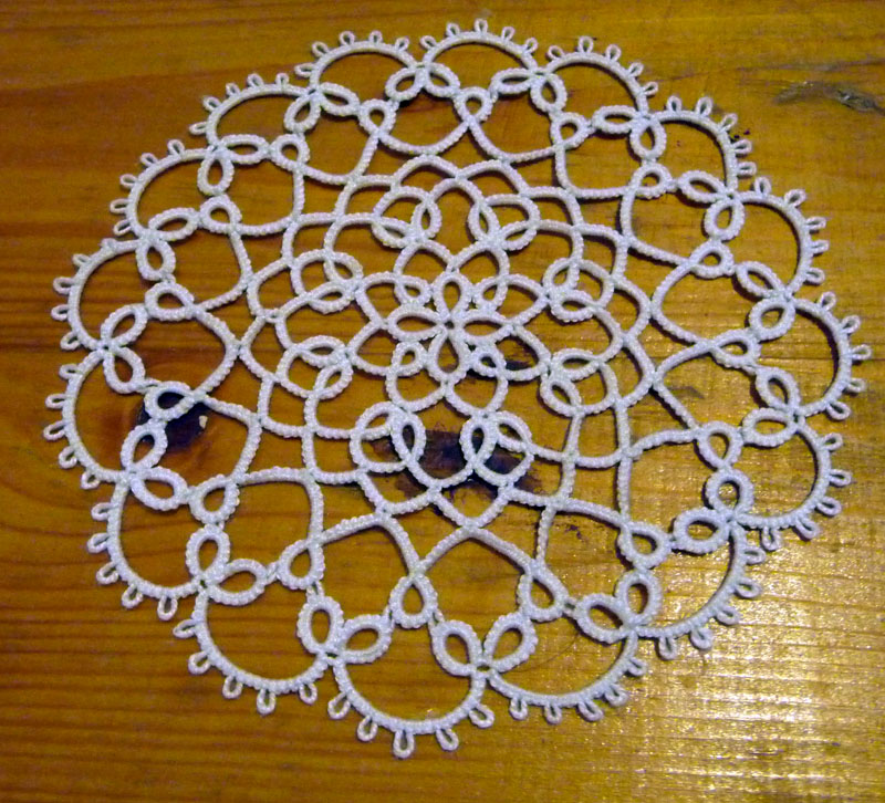 Gift for tatters, pattern doily